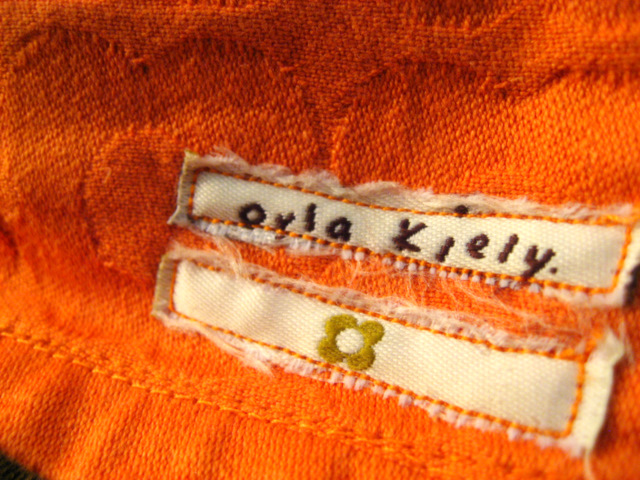 Orla Kiely Sewing Machine Cover - Recyling the tag to spruce up the solid side